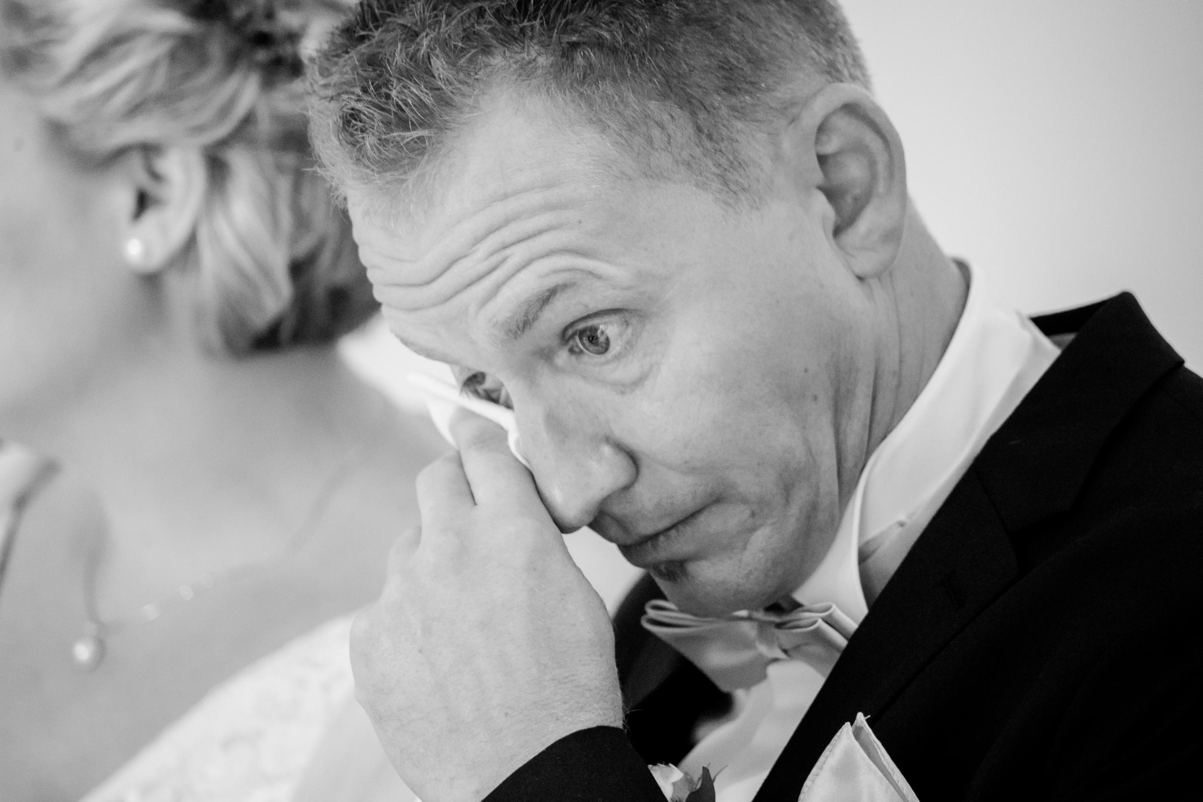 emotionaler Bräutigam vom Hochzeitsfotograf Münster